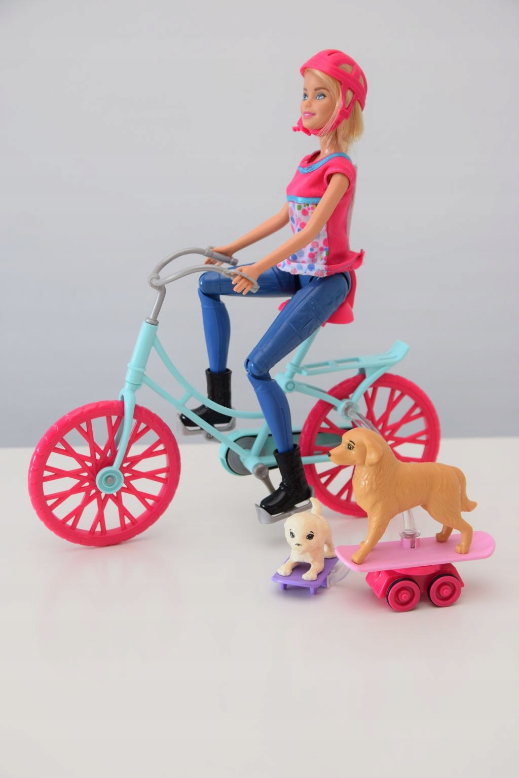 Lalka Barbie na rowerze z pieskami Mattel