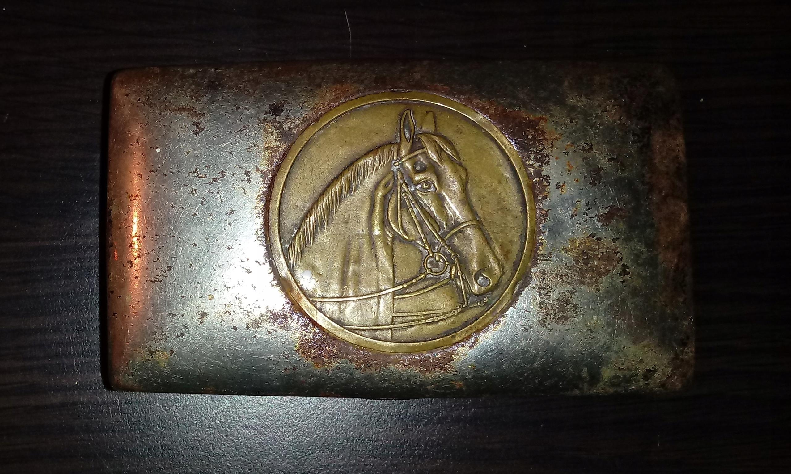 Pudełko na tytoń papierośnica z koniem Hippika