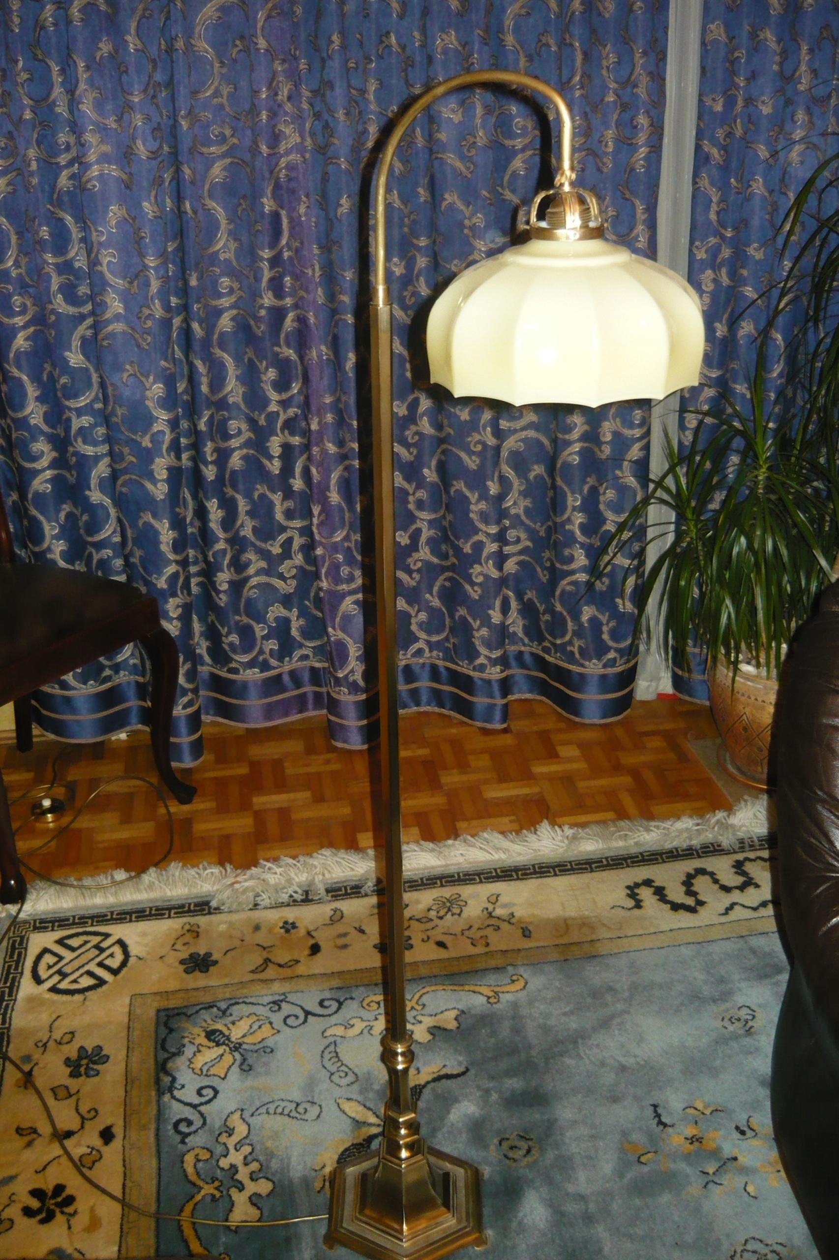 niezwykle wytworna lampa podłogowa