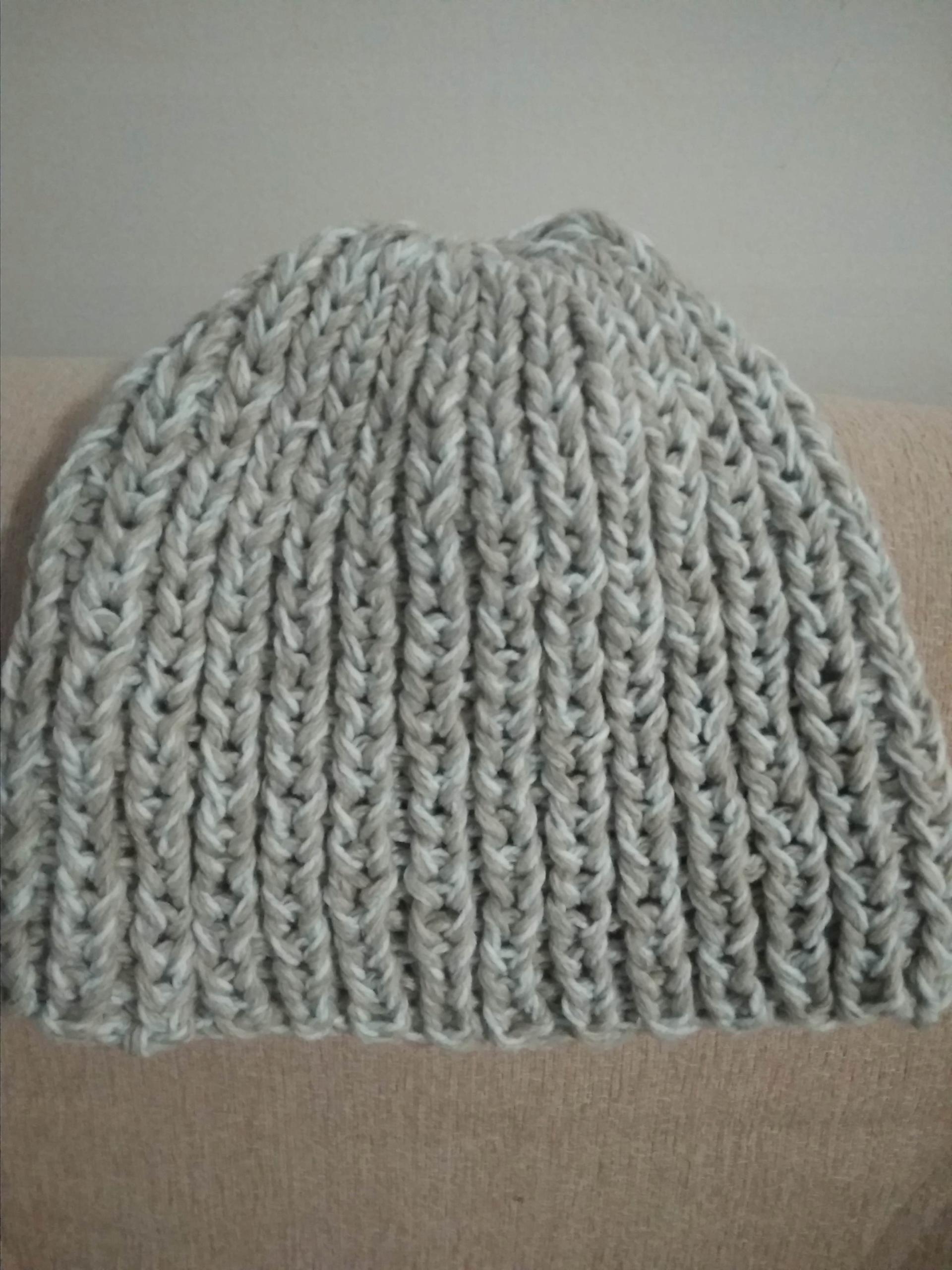 Gruba duża czapka.