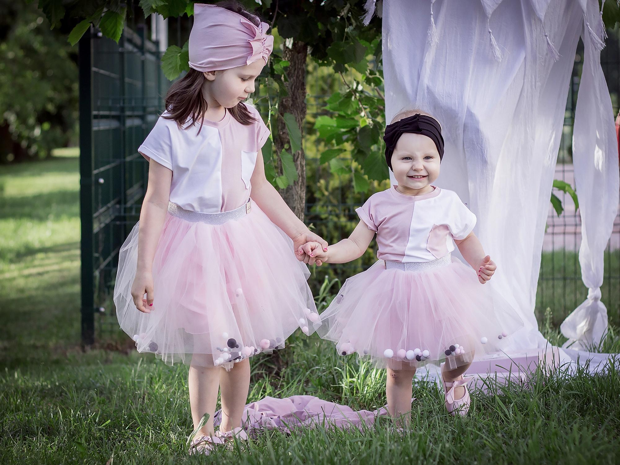 Koszulka dziewczęca biało różowa r.110 Lukrencja