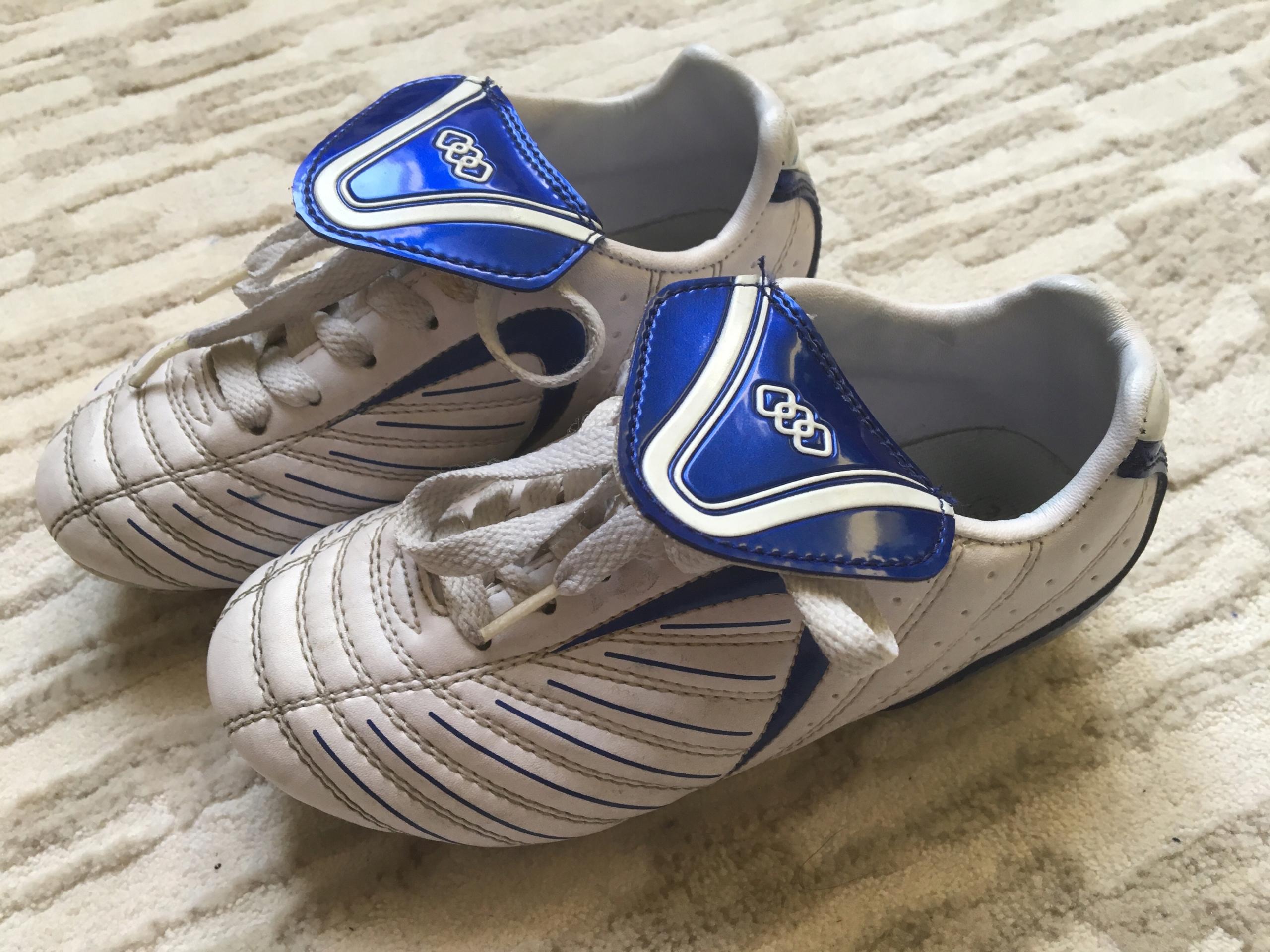 Buty piłkarskie korki - rozm. 30