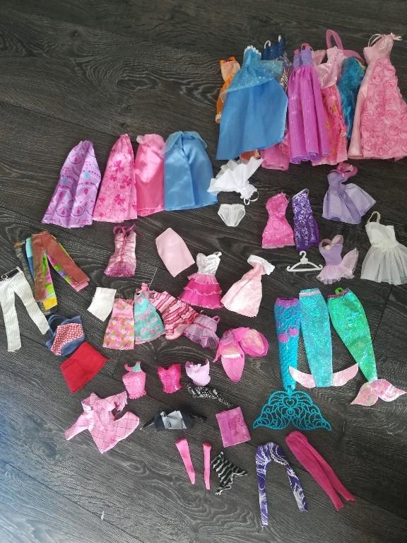 zestaw Barbie 53 szt ubranka barbi