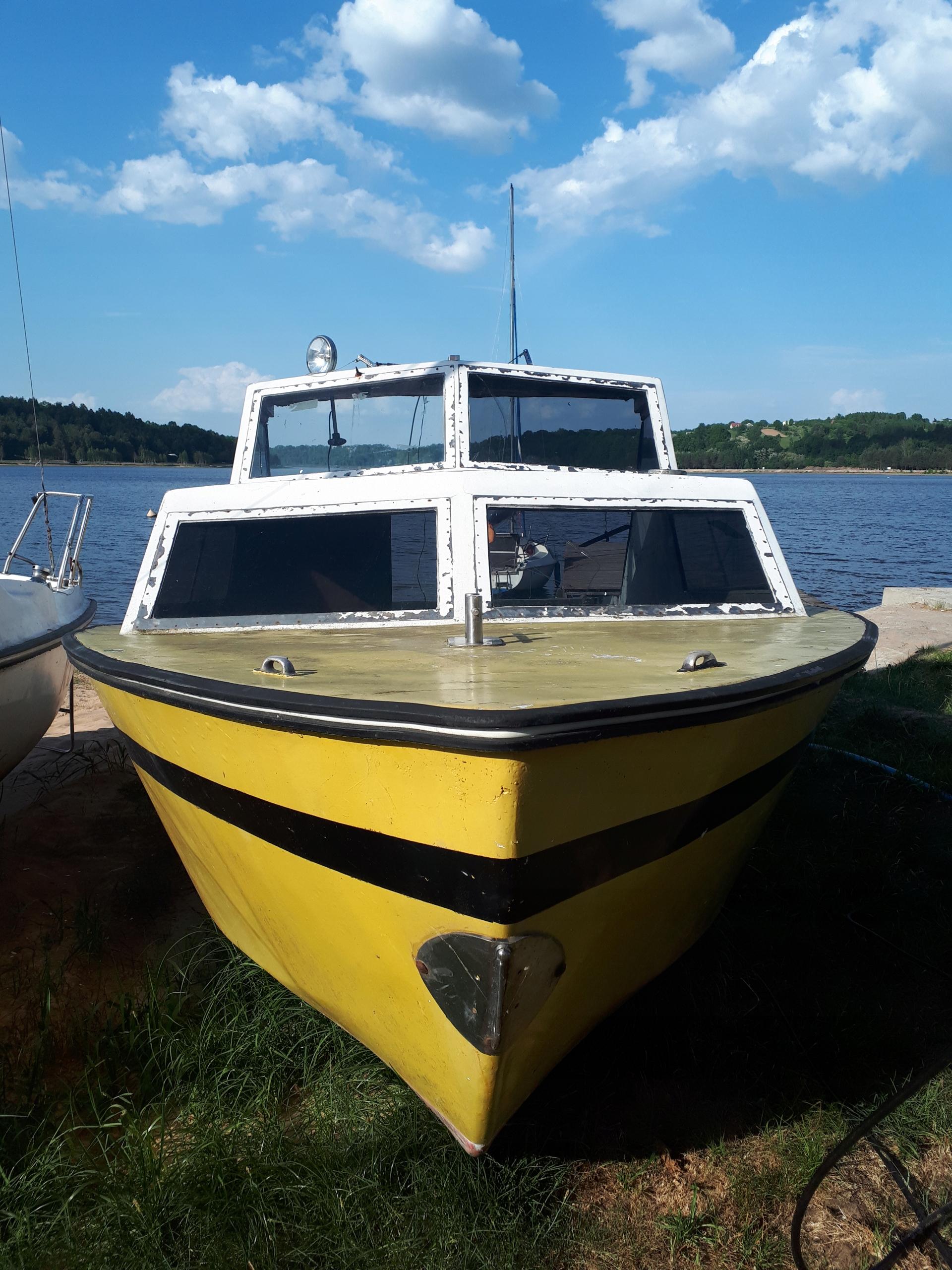 Łódka kabinowa wędkarska,turystyczna