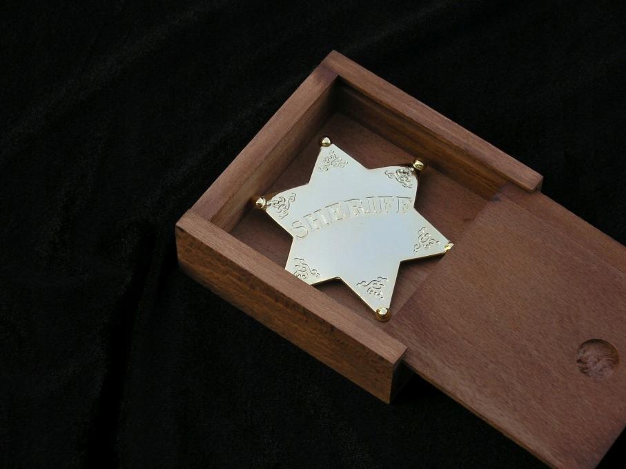 Gwiazda szeryfa platerowana złotem w skrzynce 8101
