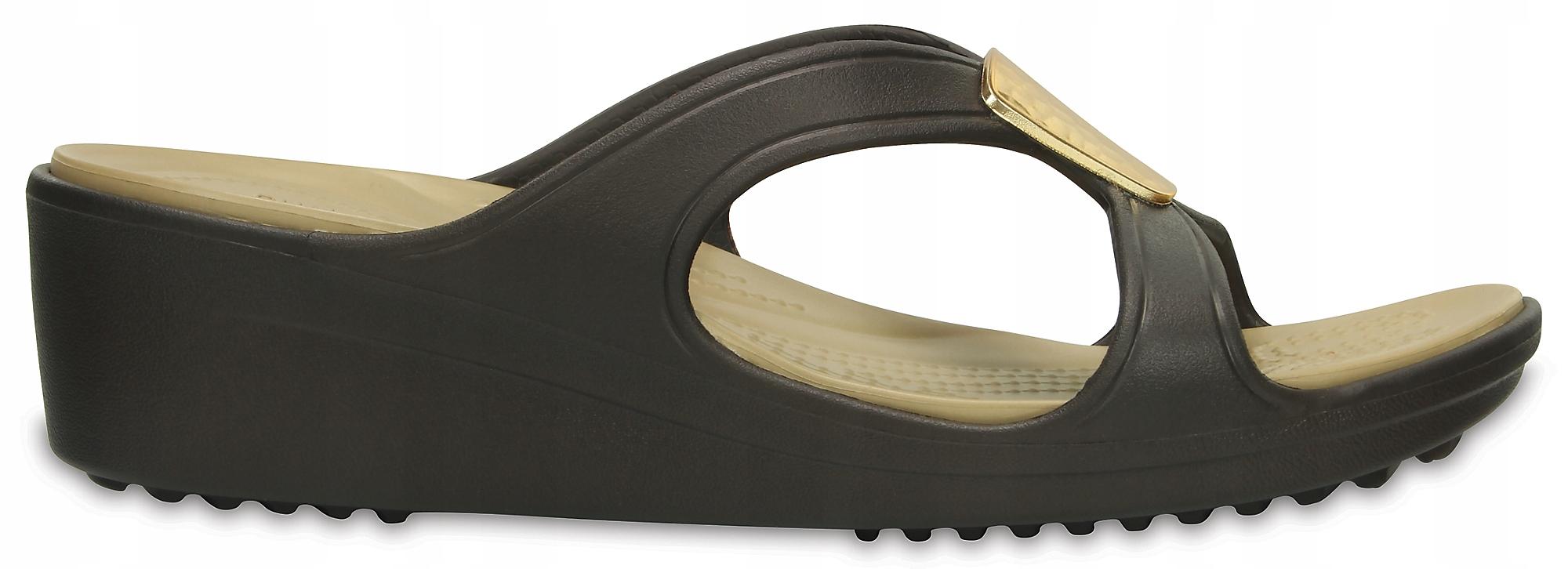 Klapki Crocs Sanrah Embellished Wedge brązowe 41