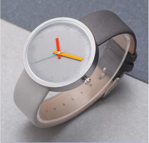 Zegarek damski - modny minimalizm, kontrast