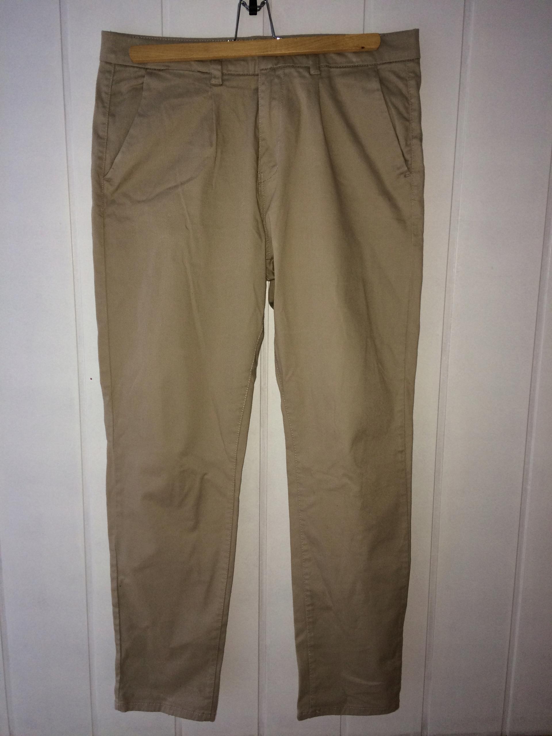Jasne spodnie męskie materiałowe eleganckie z bawe