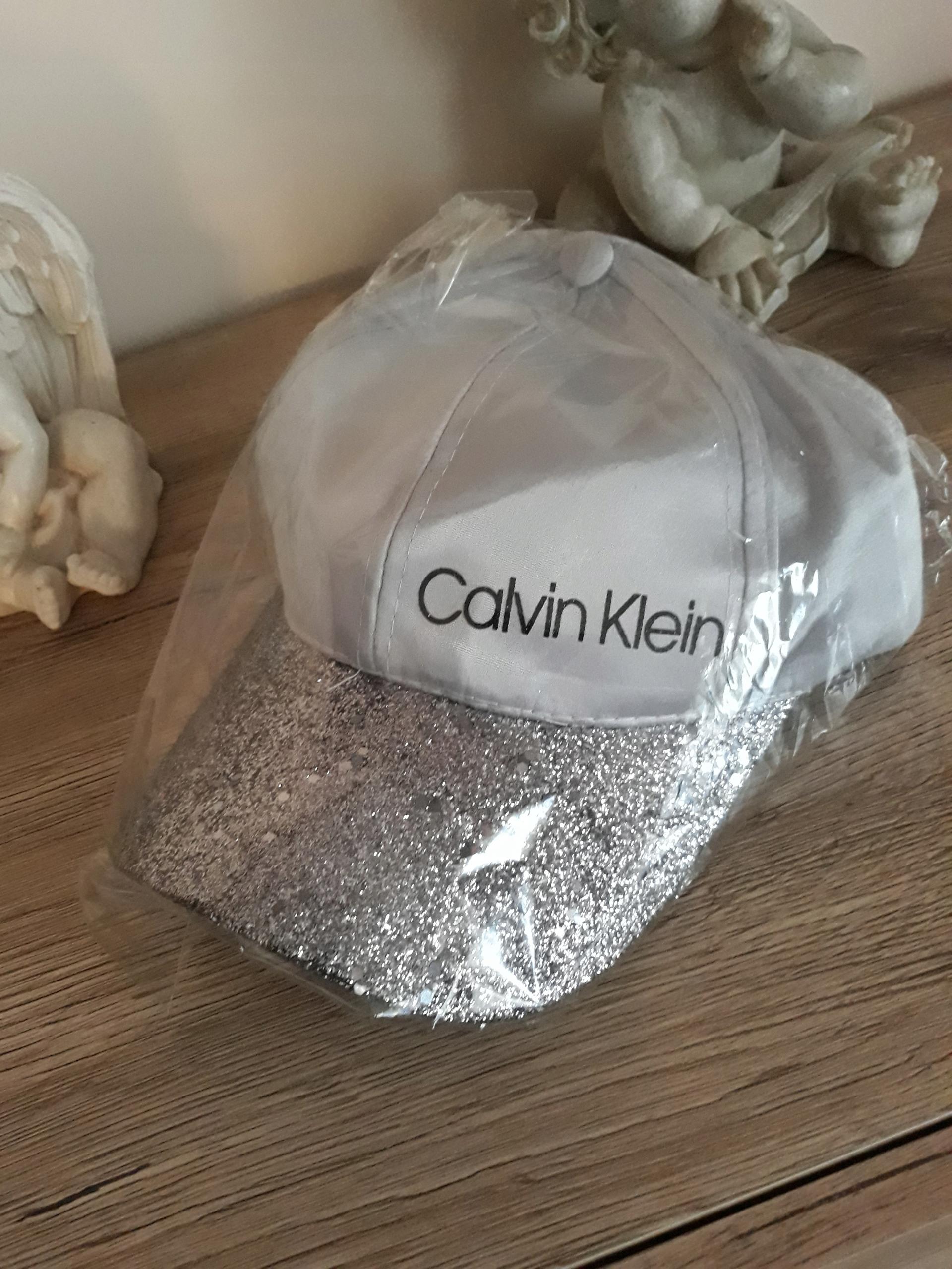 damska czapeczka z daszkiem Calvin Clein