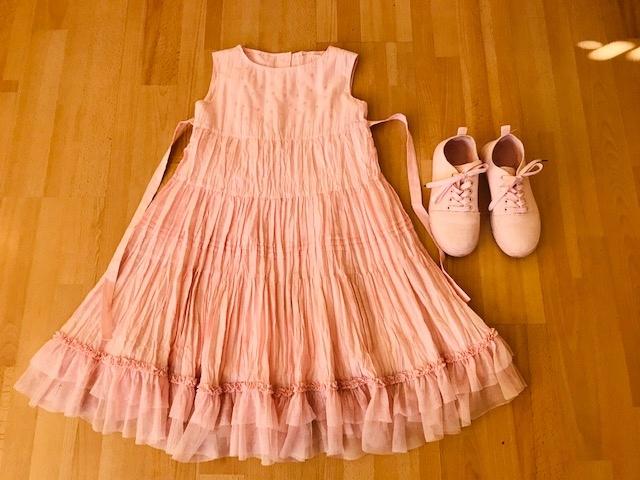 Elegancka sukienka + tenisówki