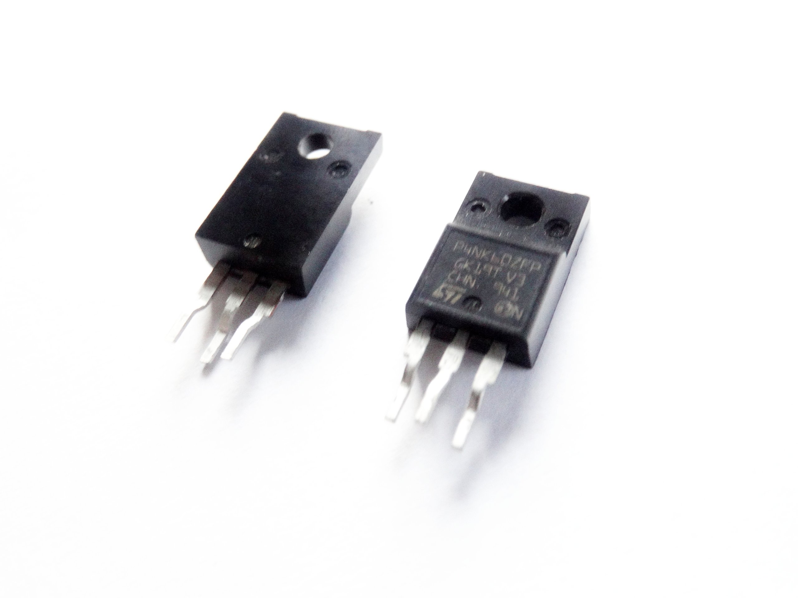 Tranzystor P4NK60ZFP MOSFET-N 4A 600V TO-220