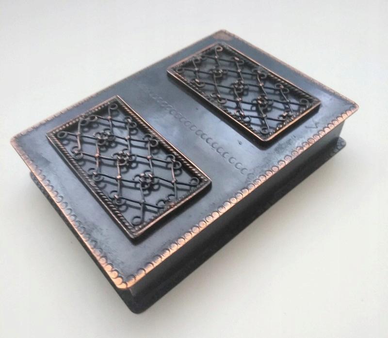 Mosiężna stara szkatułka na biżuterię