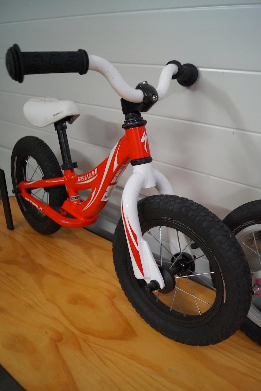 Rowerek biegowy Specialized HOTWALK chlopczyk boy