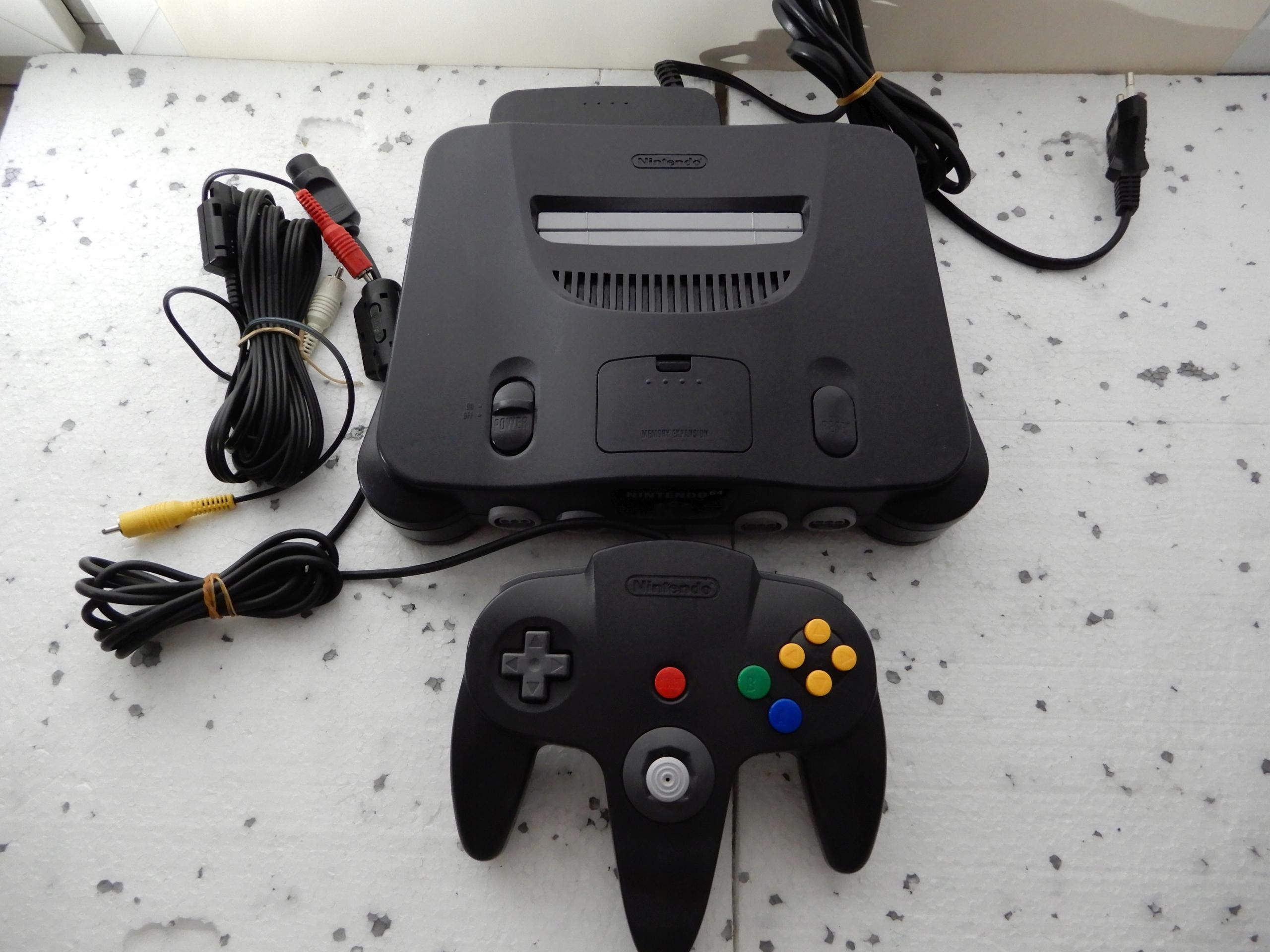 Nintendo 64 Ładny zestaw.