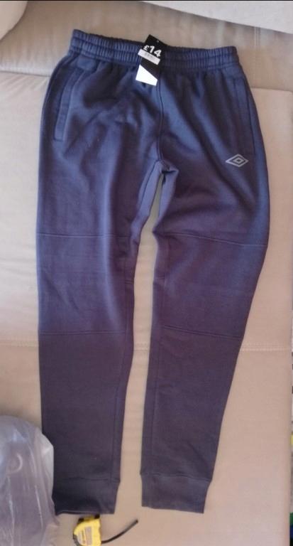 Nowe spodnie dresowe umbro l