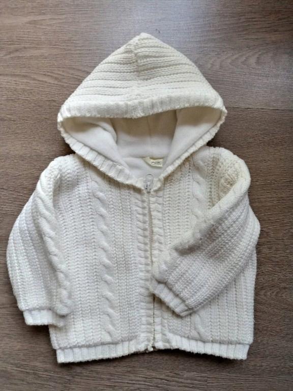Sweterek warkocze kremowy 74r.Bdb