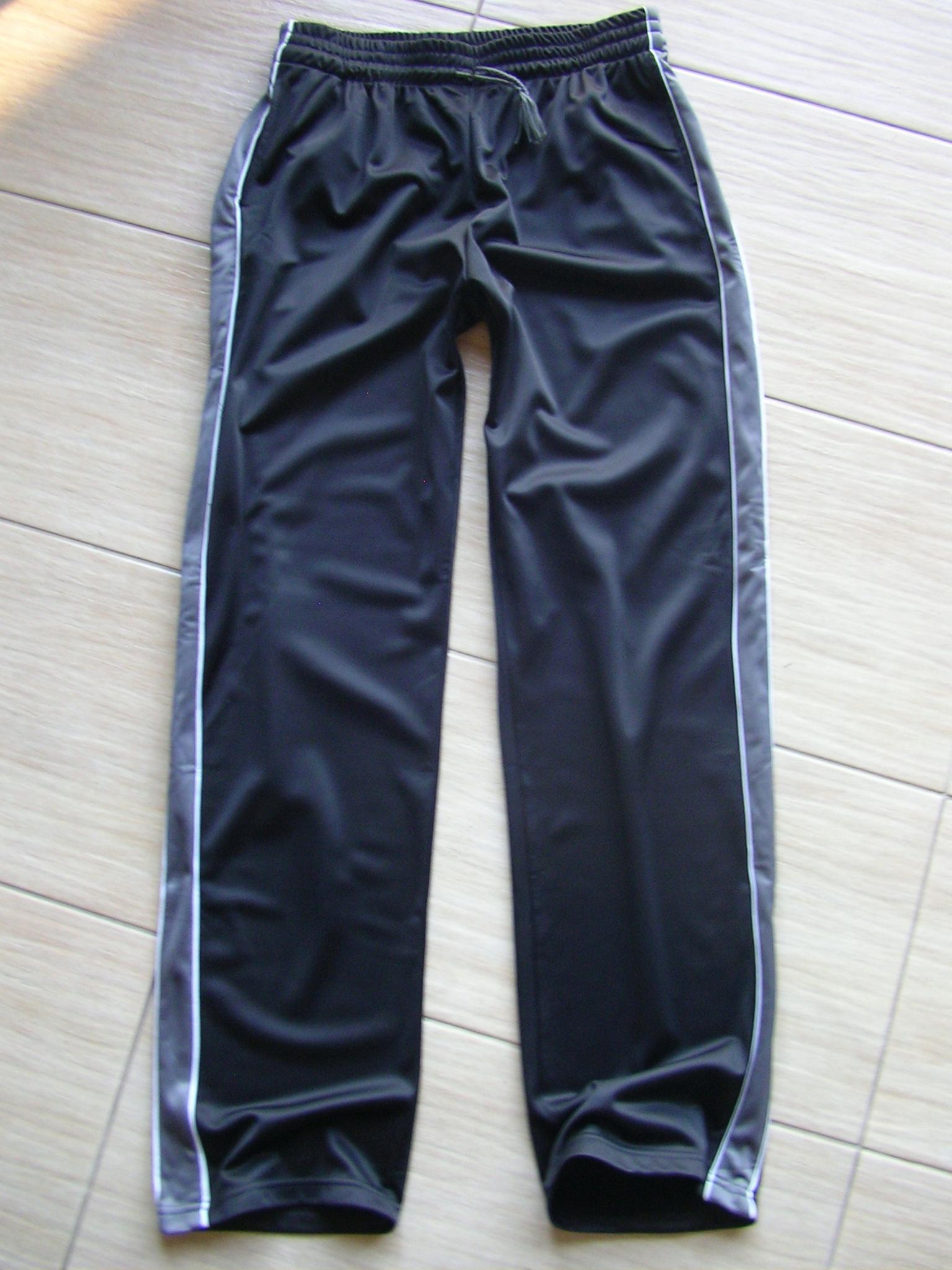Czarne spodnie dresowe - S / M , wiosna
