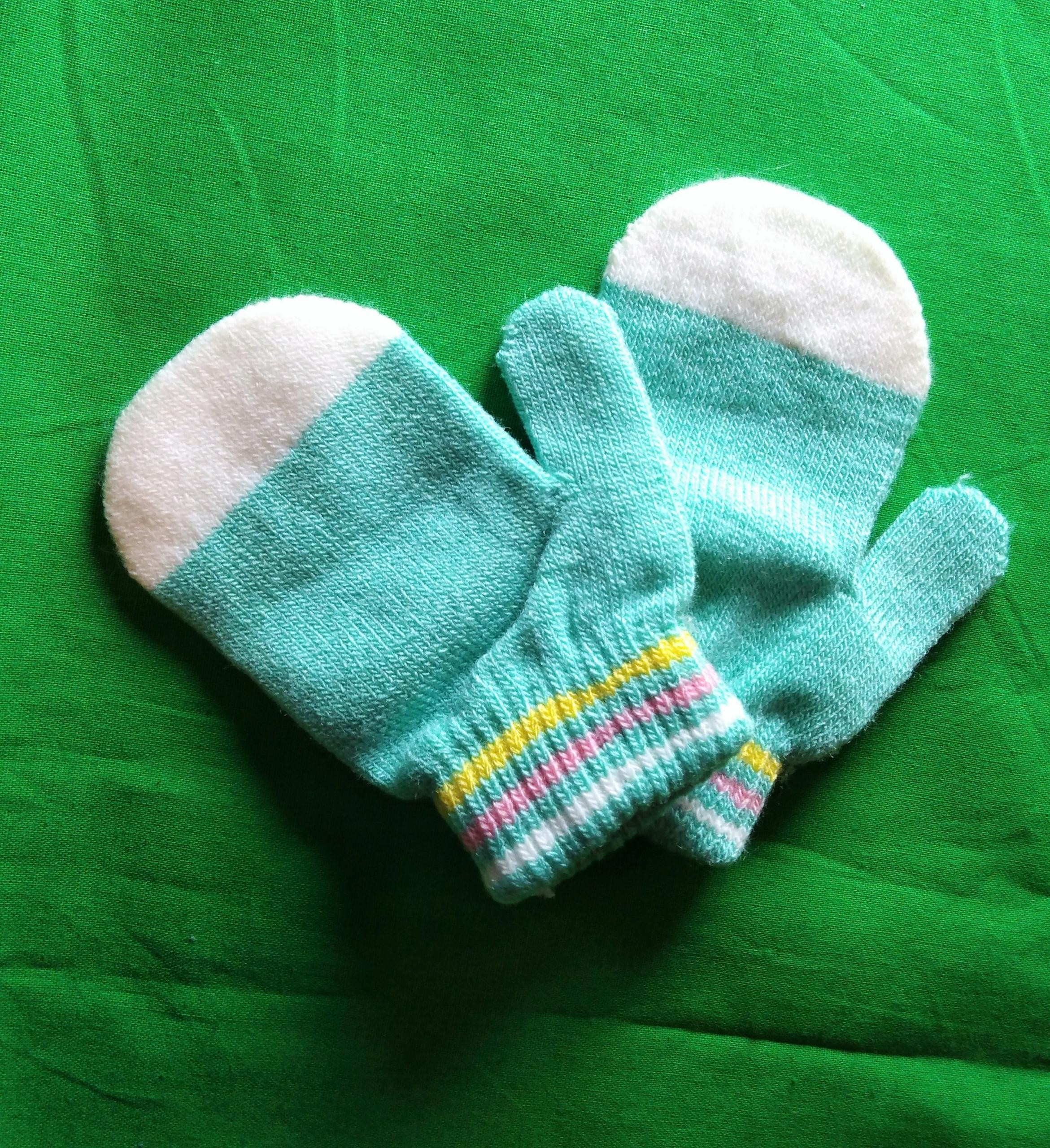 Seledynowo-białe rękawiczki z jednym palcem