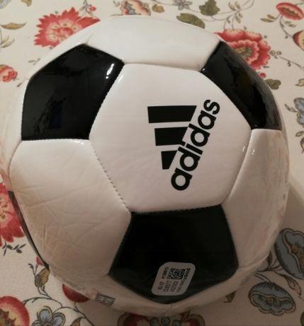 Piłka nożna Adidas model CD6577 rozmiar 5