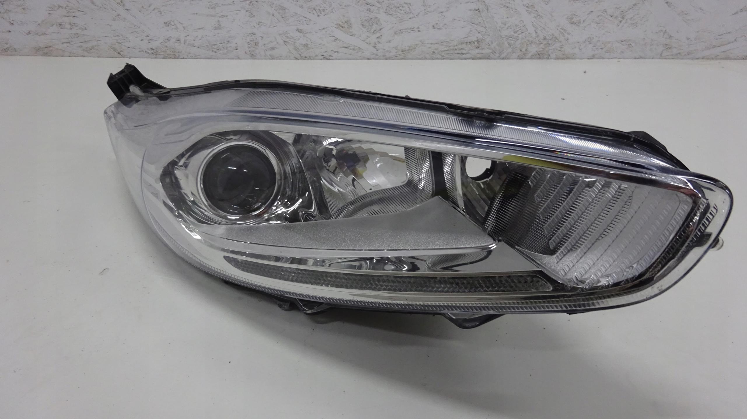 LAMPA PRAWA FORD FIESTA MK7 LED 199
