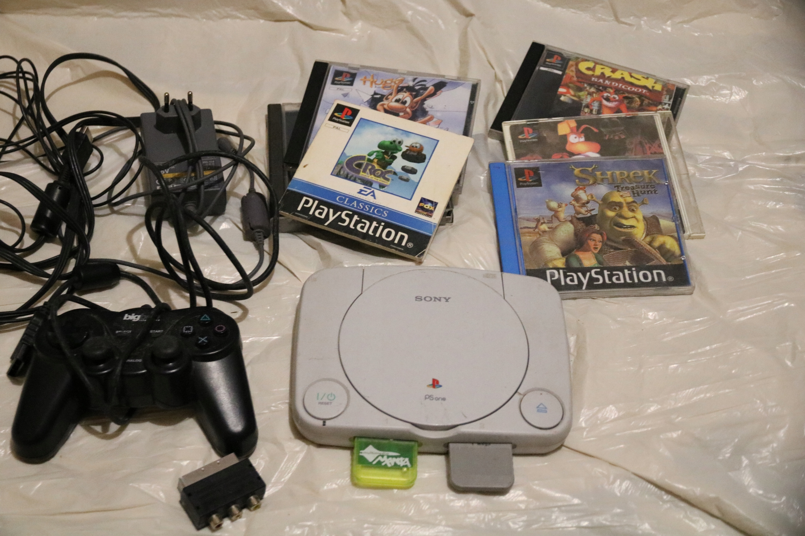 play station sony ,pad,2 karty,kable,5 gier