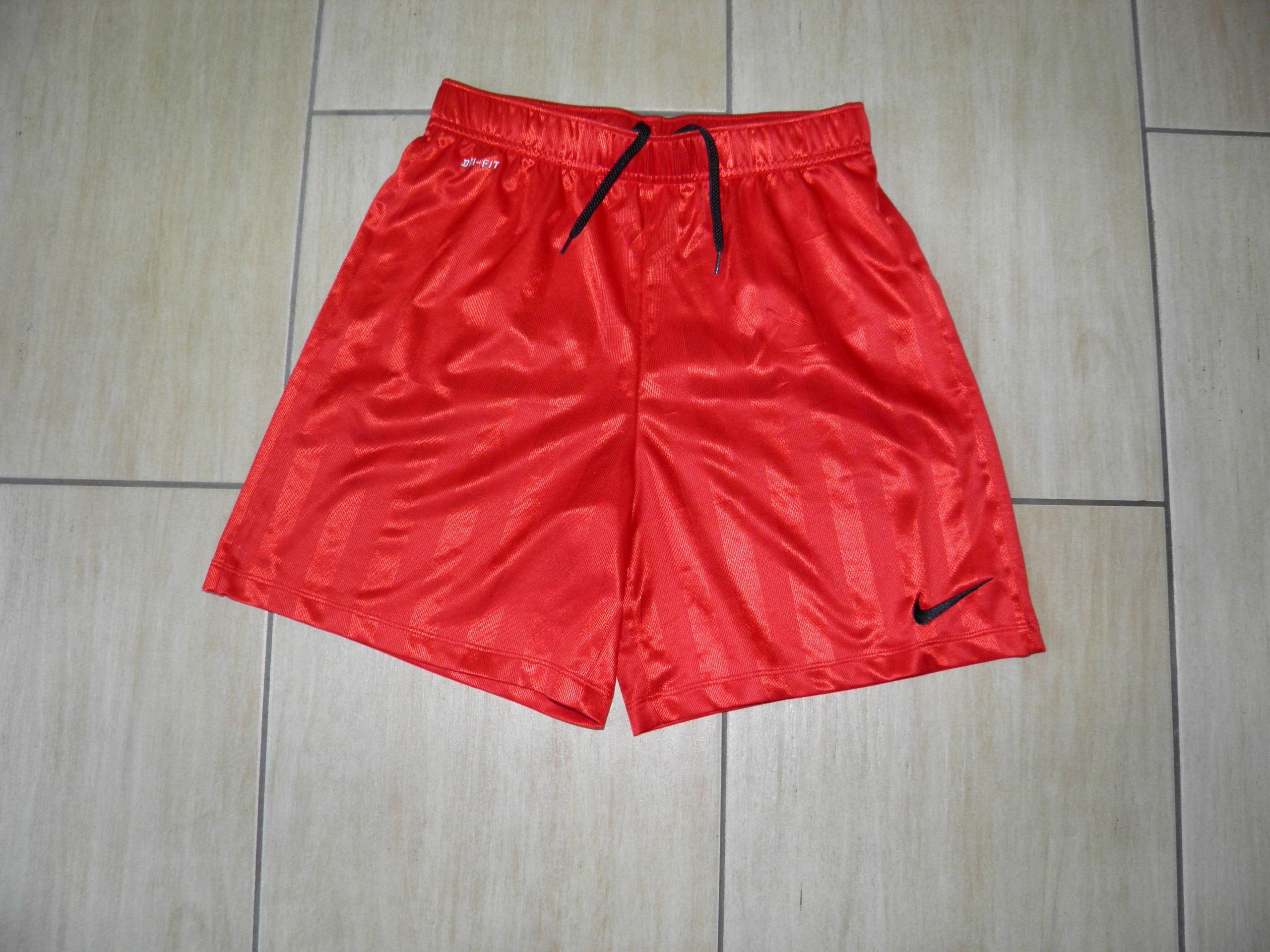 498 Spodenki dla chłopca Nike r 147/158