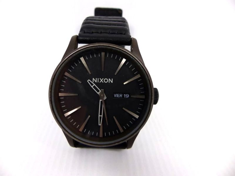 NIXON THE SENTRY