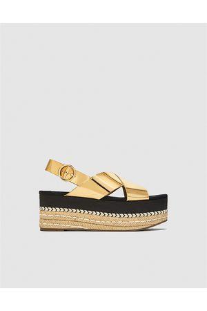Złote sandały Zara na platformie 41