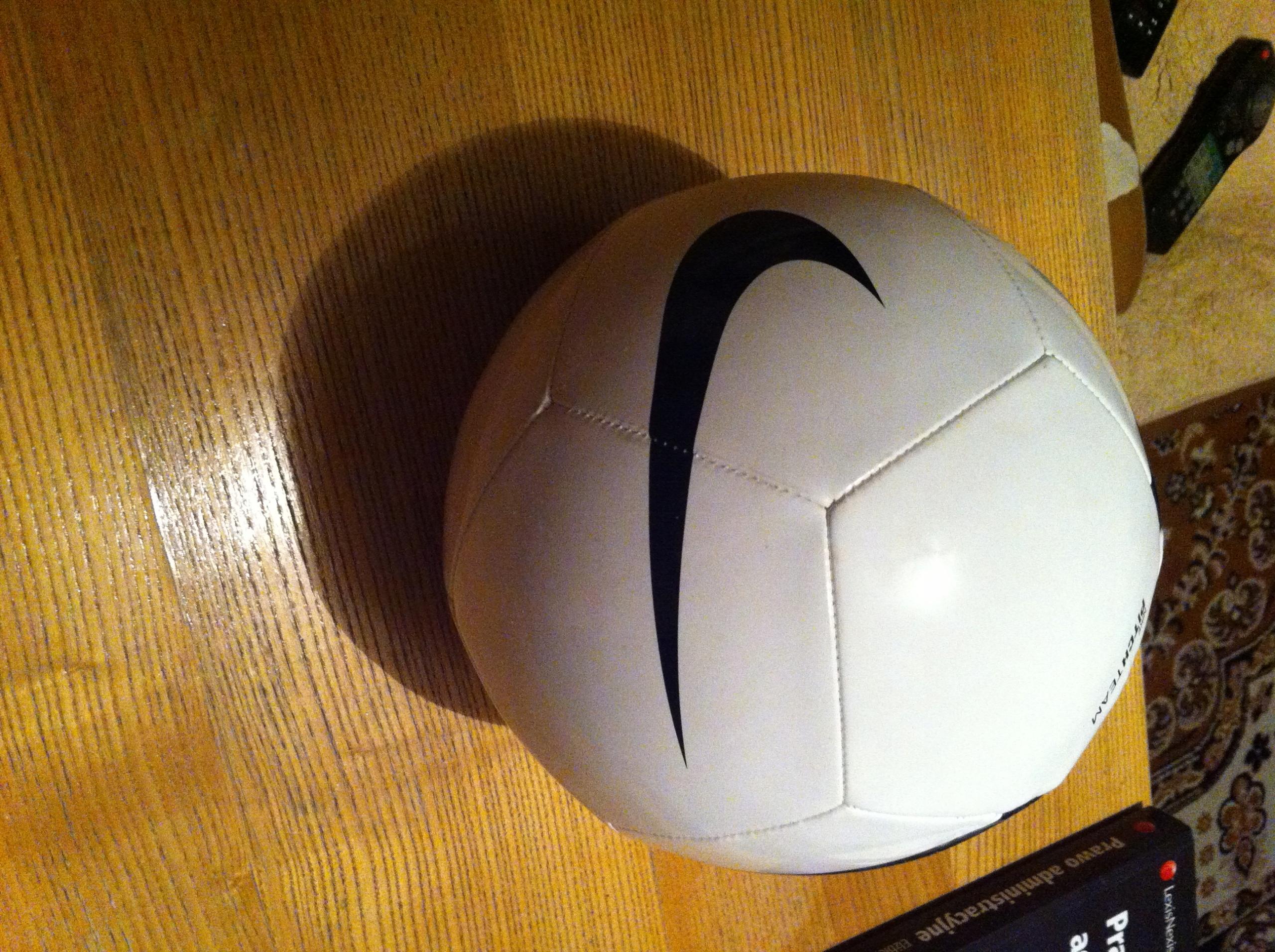 Piłka Nike z autografem A.Nawałki