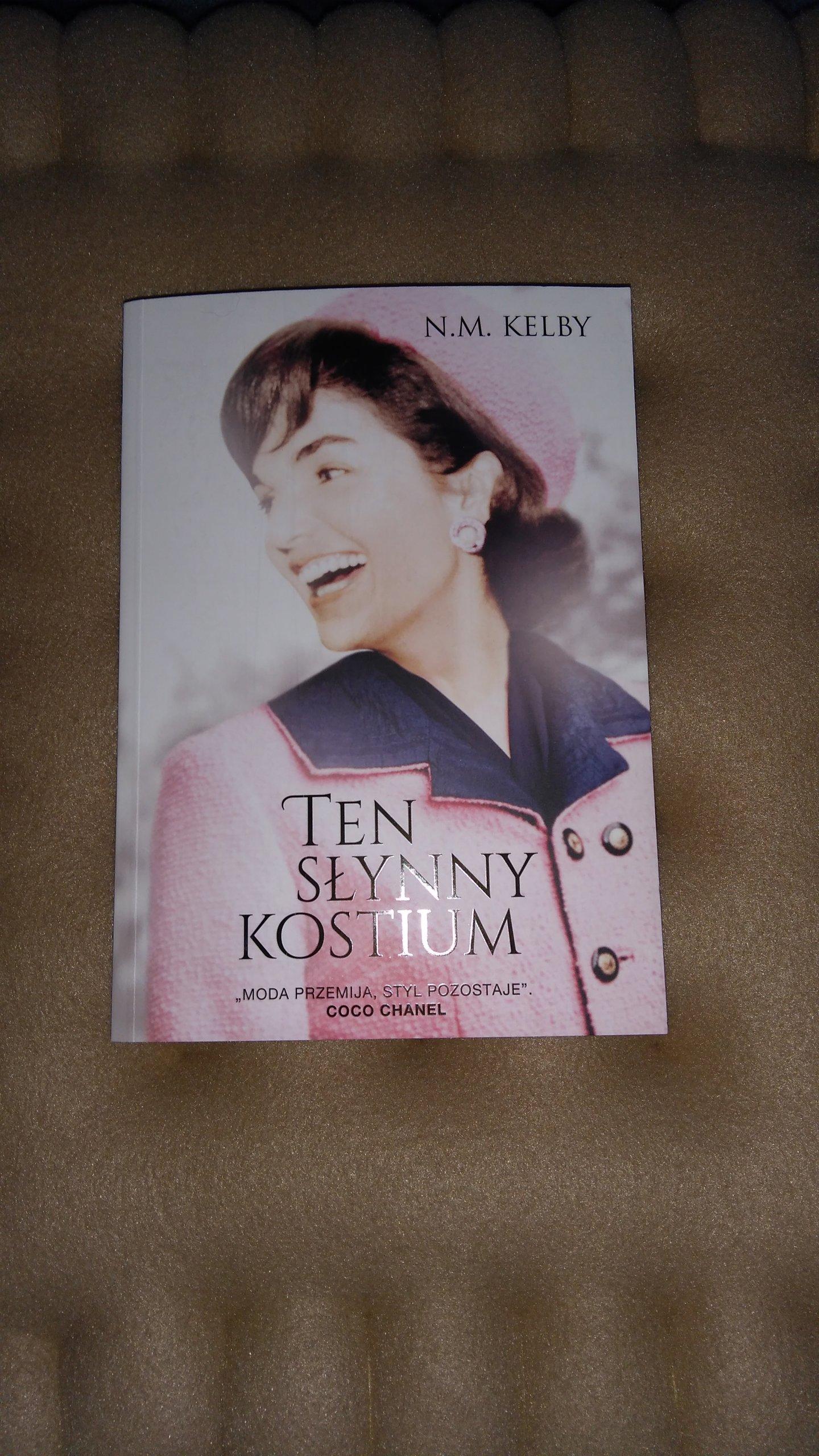 ,,Ten słynny kostium'' N.M. Kelby