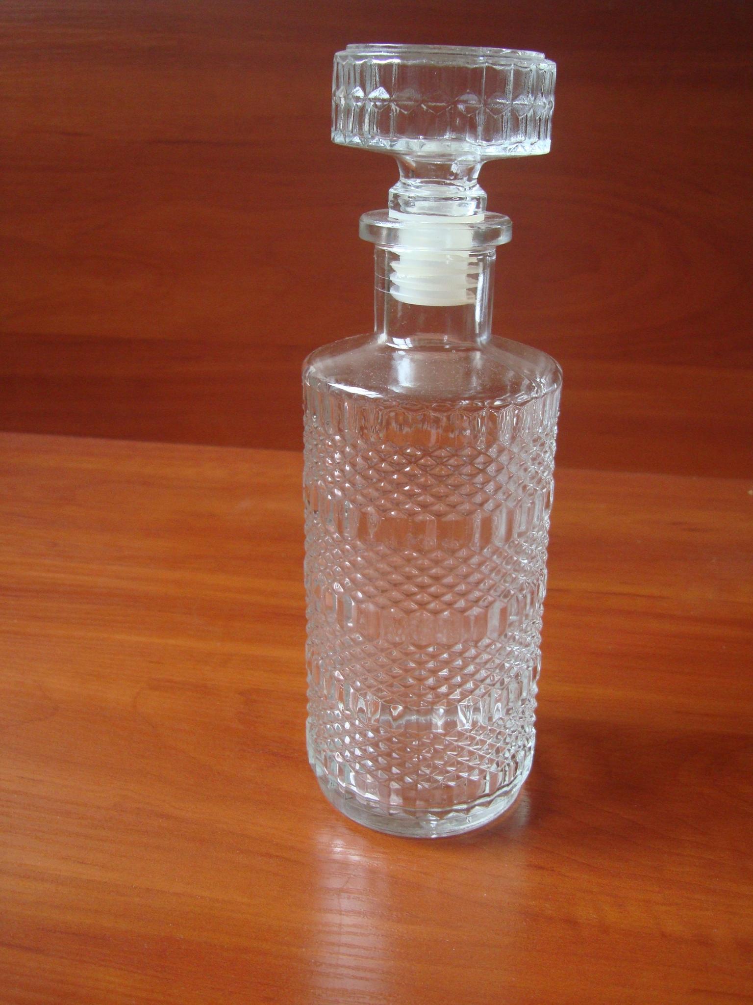 Piękna szklana karafka 0,5 l