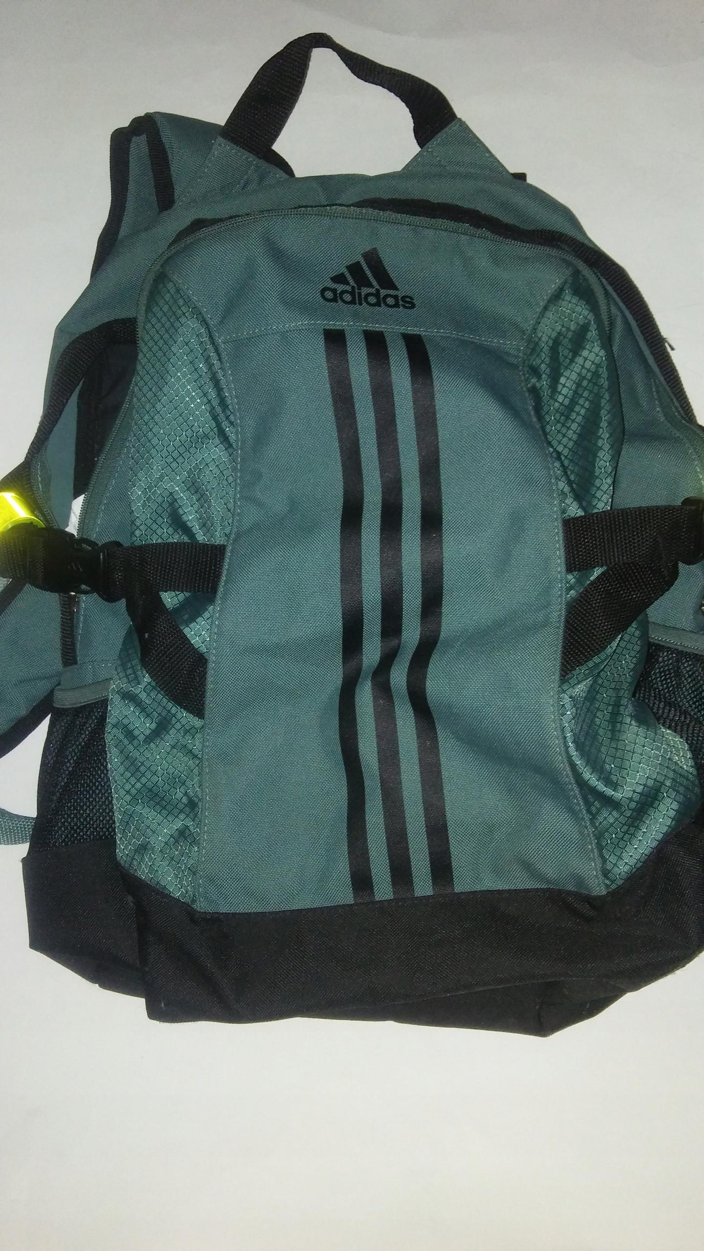 Plecak adidas uzywany z odblaskami gratis
