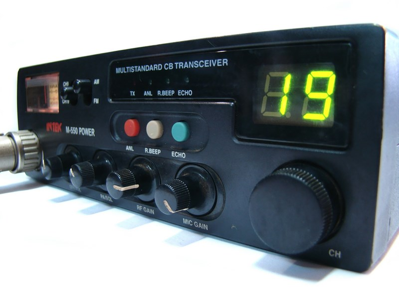 CB RADIO INTEK M-550 + GRUSZKA