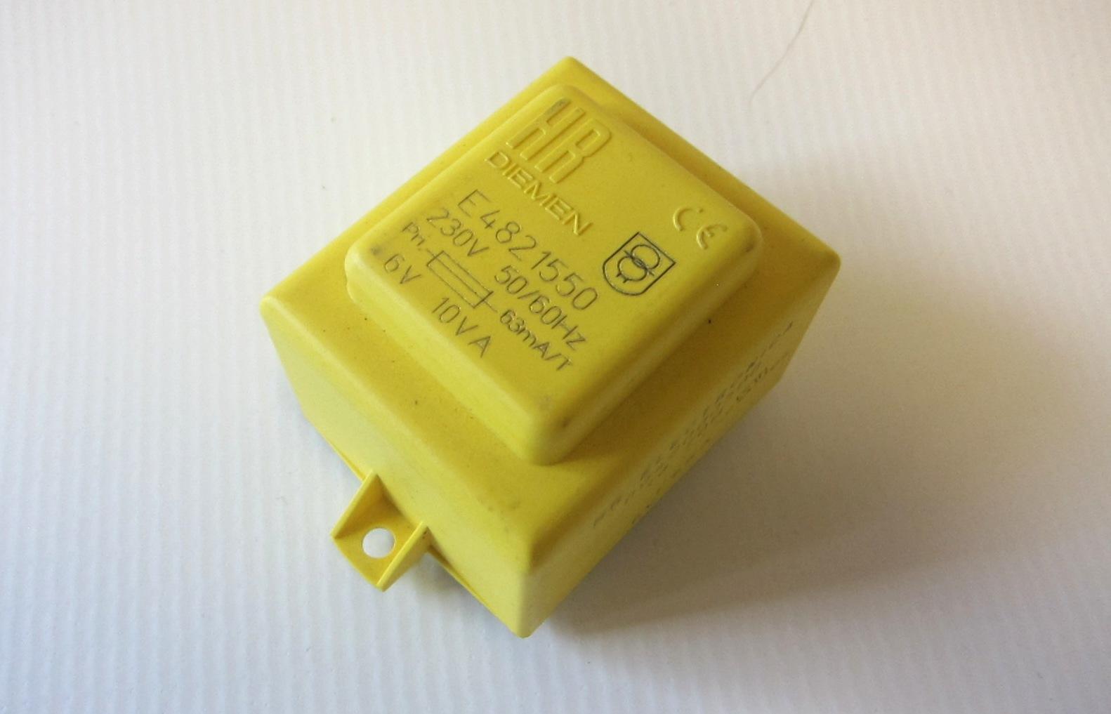 transformator zalewany 10VA 230VAC 15V 70C uchwyt