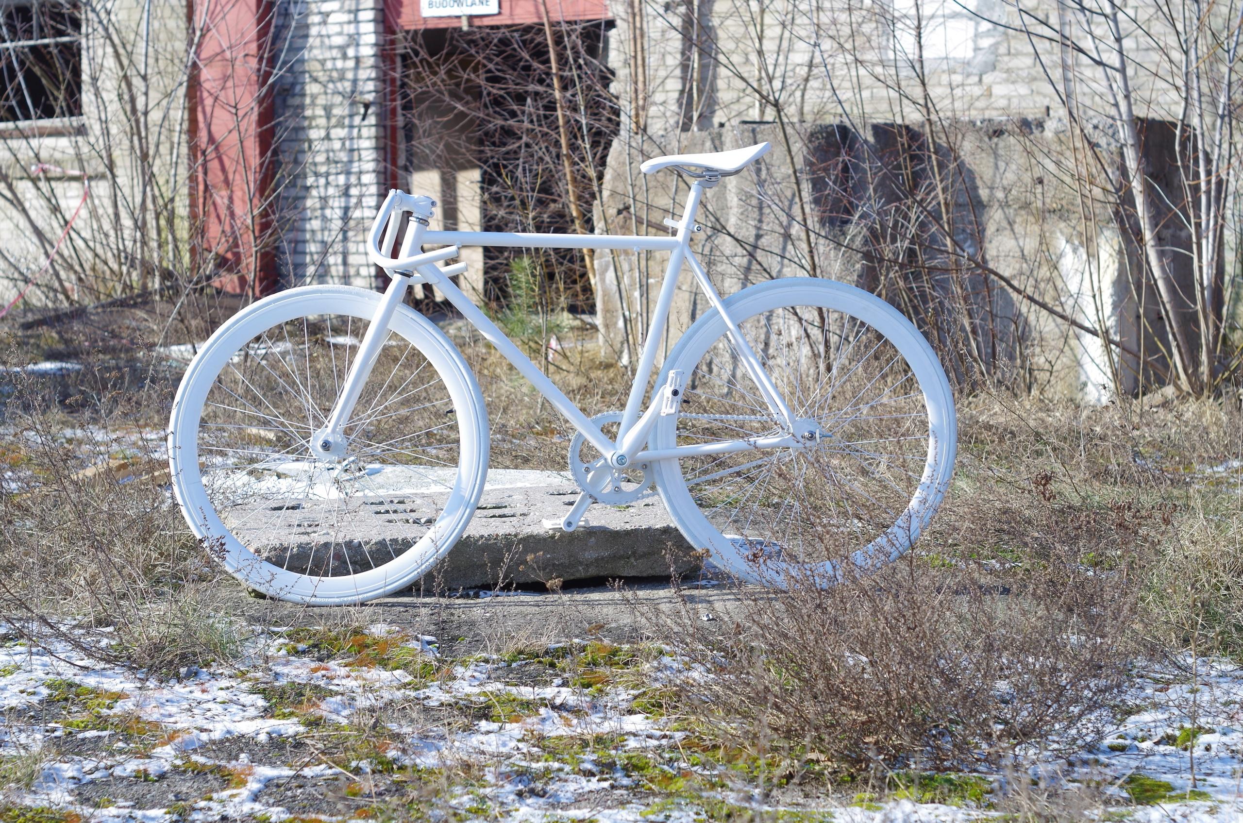 Rower torowy ostre koło Baluma 53 stalowy biały