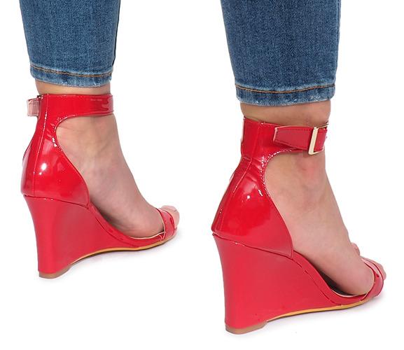 Czerwone lakierowane sandały koturnie Gables