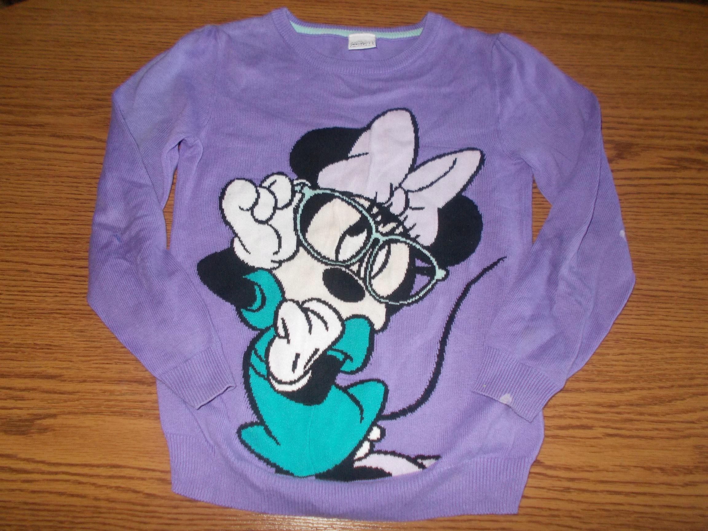 Disneycienszy sweterek z Myszka Minie 122cm