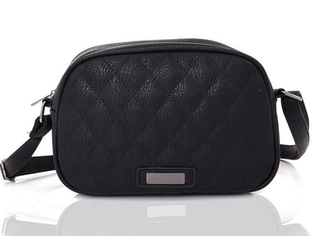 485a7b20be7c9 Mała torebka na ramię czarna pikowana młodzieżowa - 7367136203 ...