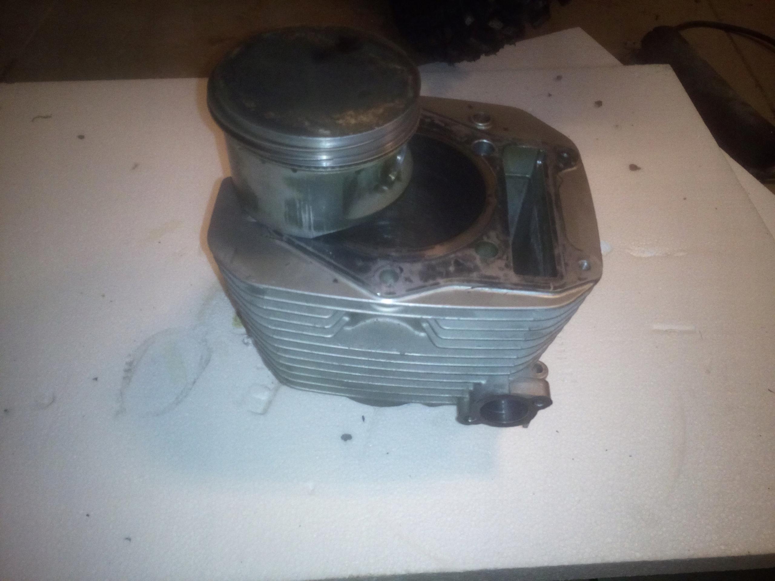 Cylinder z tłokiem Suzuki dr 650 RSE,R,RS