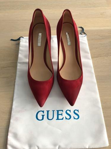Czółenka Guess