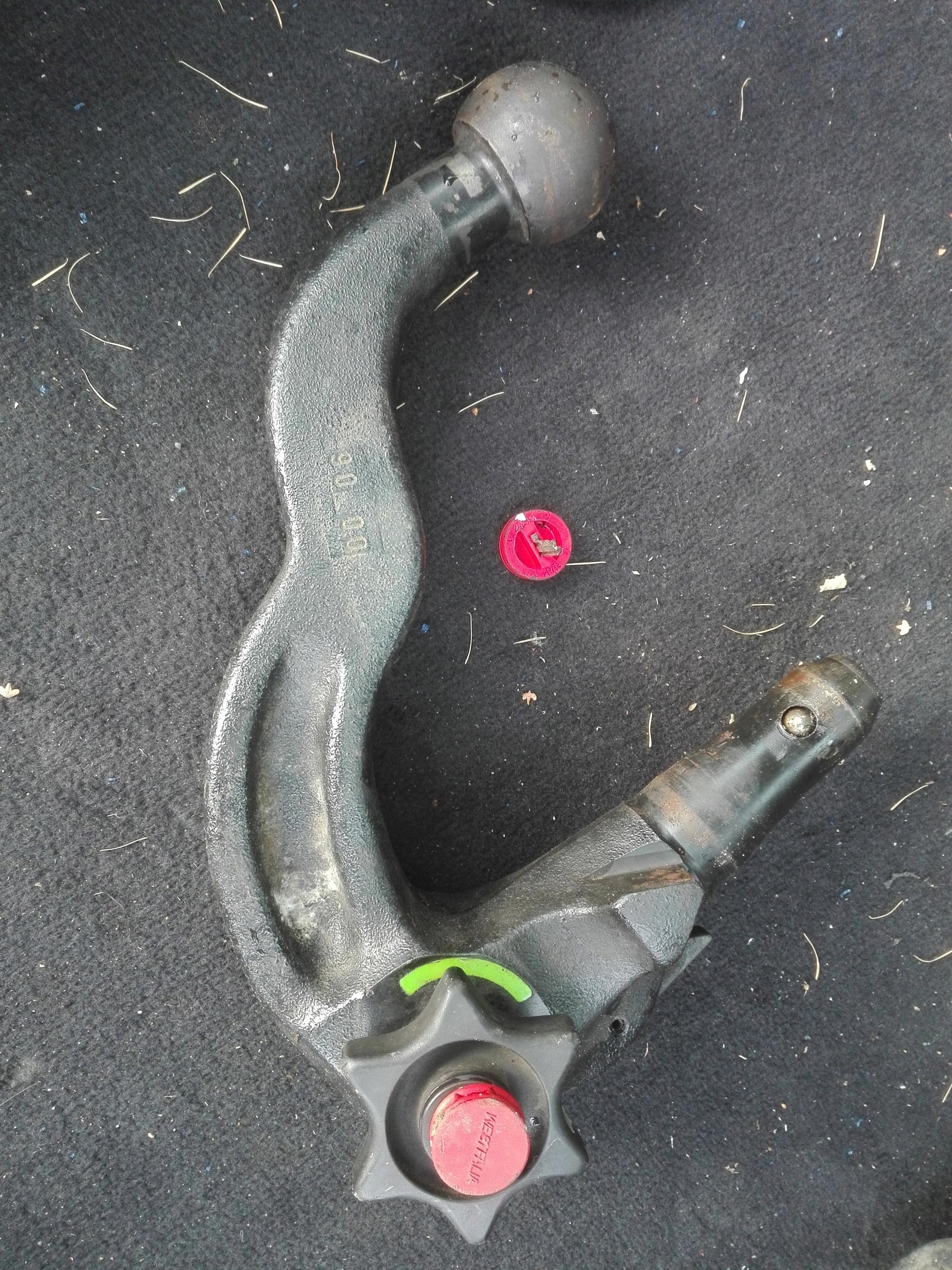 Hak kula 305208 Audi z kluczykami westfalia