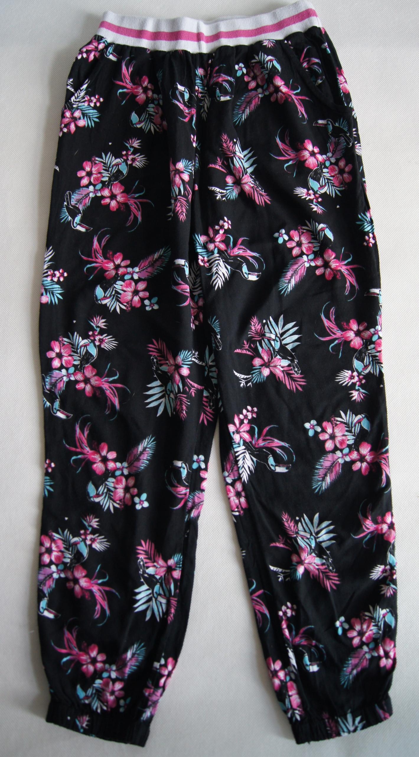 Spodnie w kwiaty z tukanem TU r 128 cm 8 l