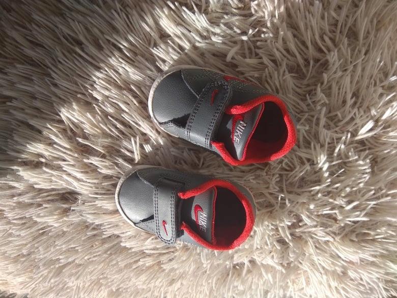 Buty buciki niechodki nike niemowlęce r. 17