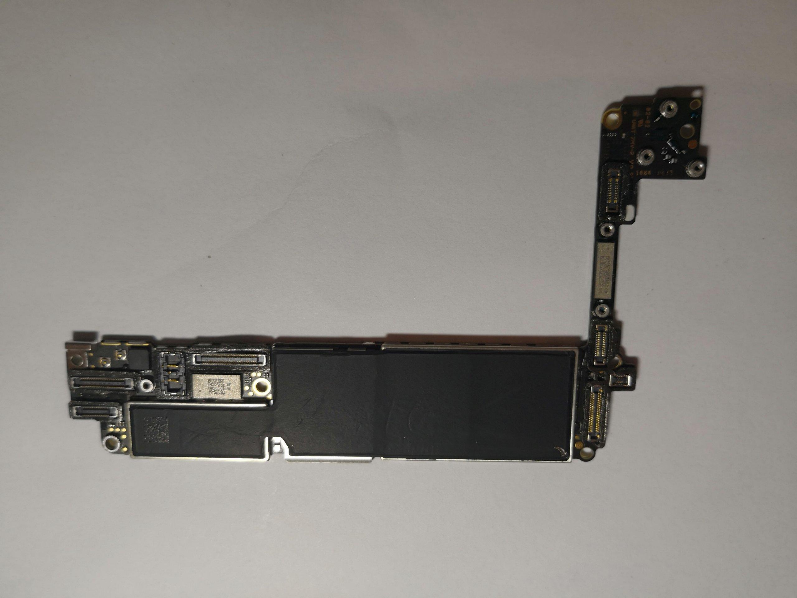 Płyta główna Iphone 7 icloud, demontaż, srapwna.