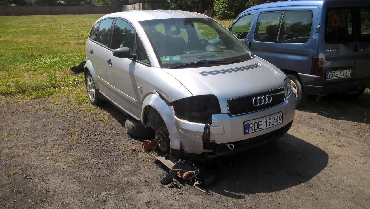 REZERWACJA Audi A2 1.4 benzyna 2001 uszkodzone