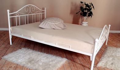 Białe łóżko Antyk Kute Metalowe I Stelaż 180x200