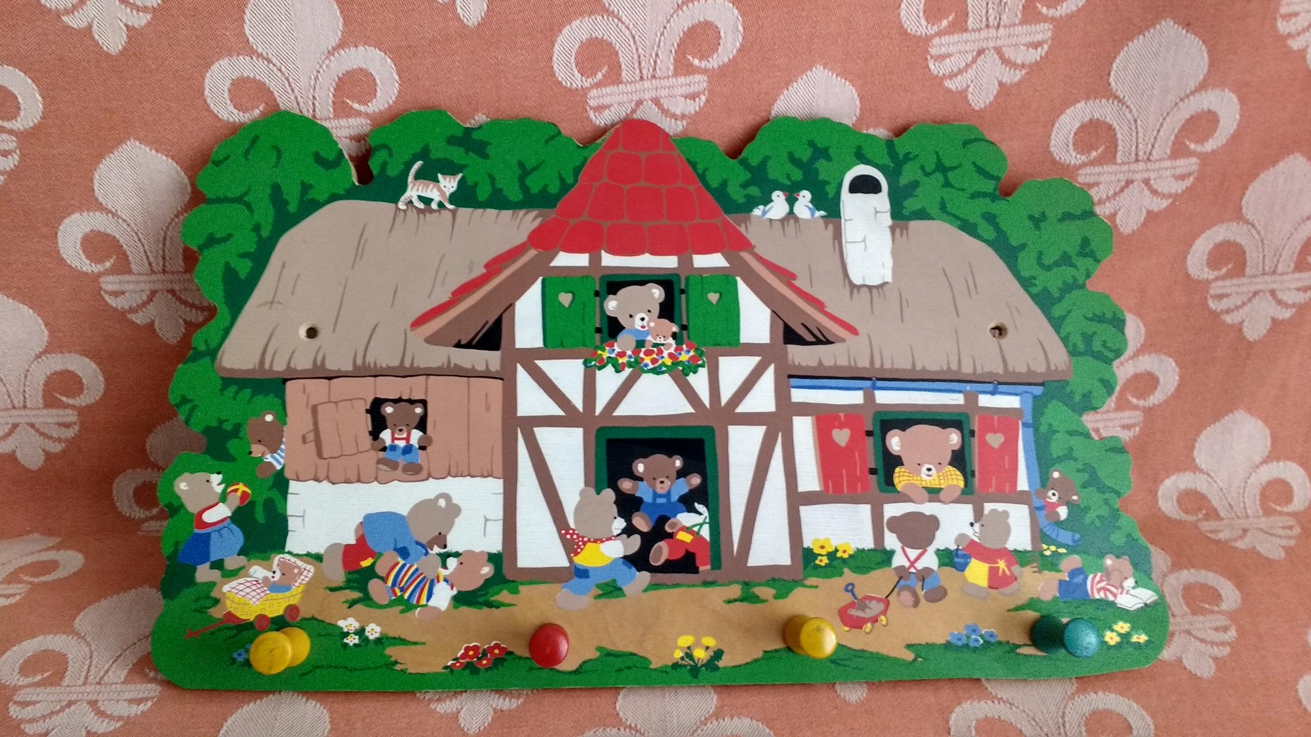 Drewniany wieszak dziecięcy na kołeczki - Misie