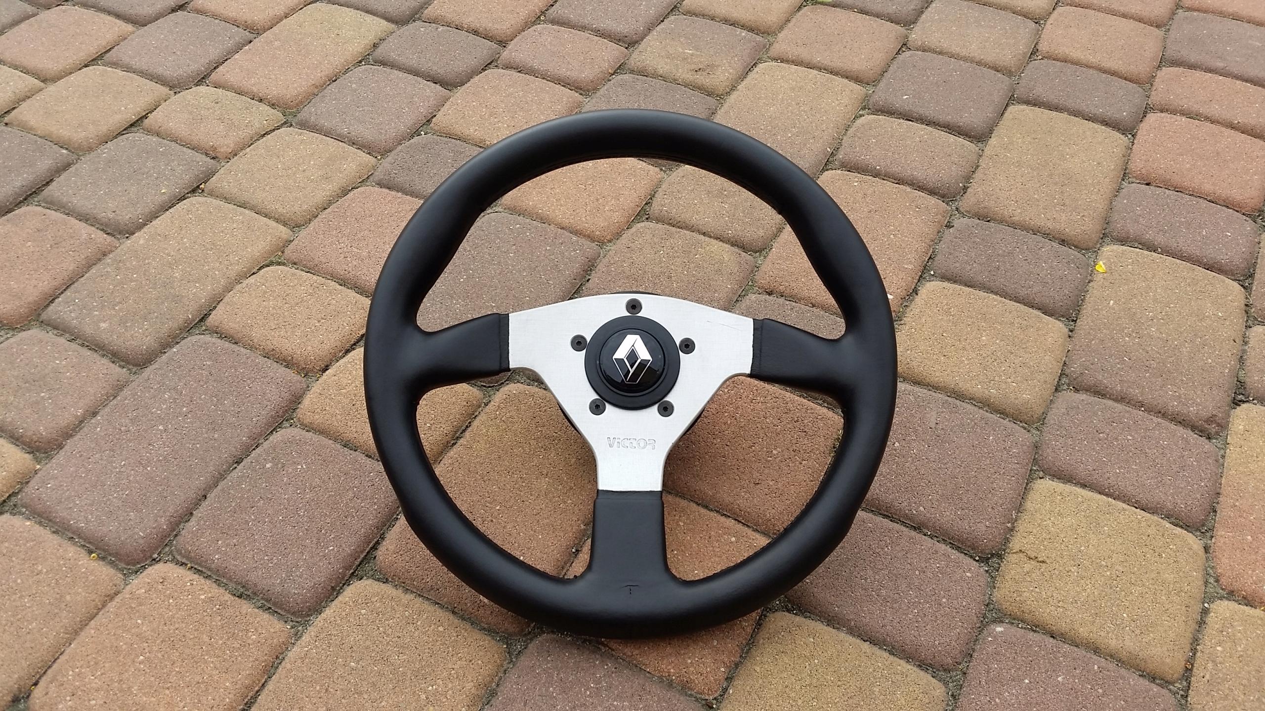 Kierownica sportowa Victor 33cm Renault Clio momo