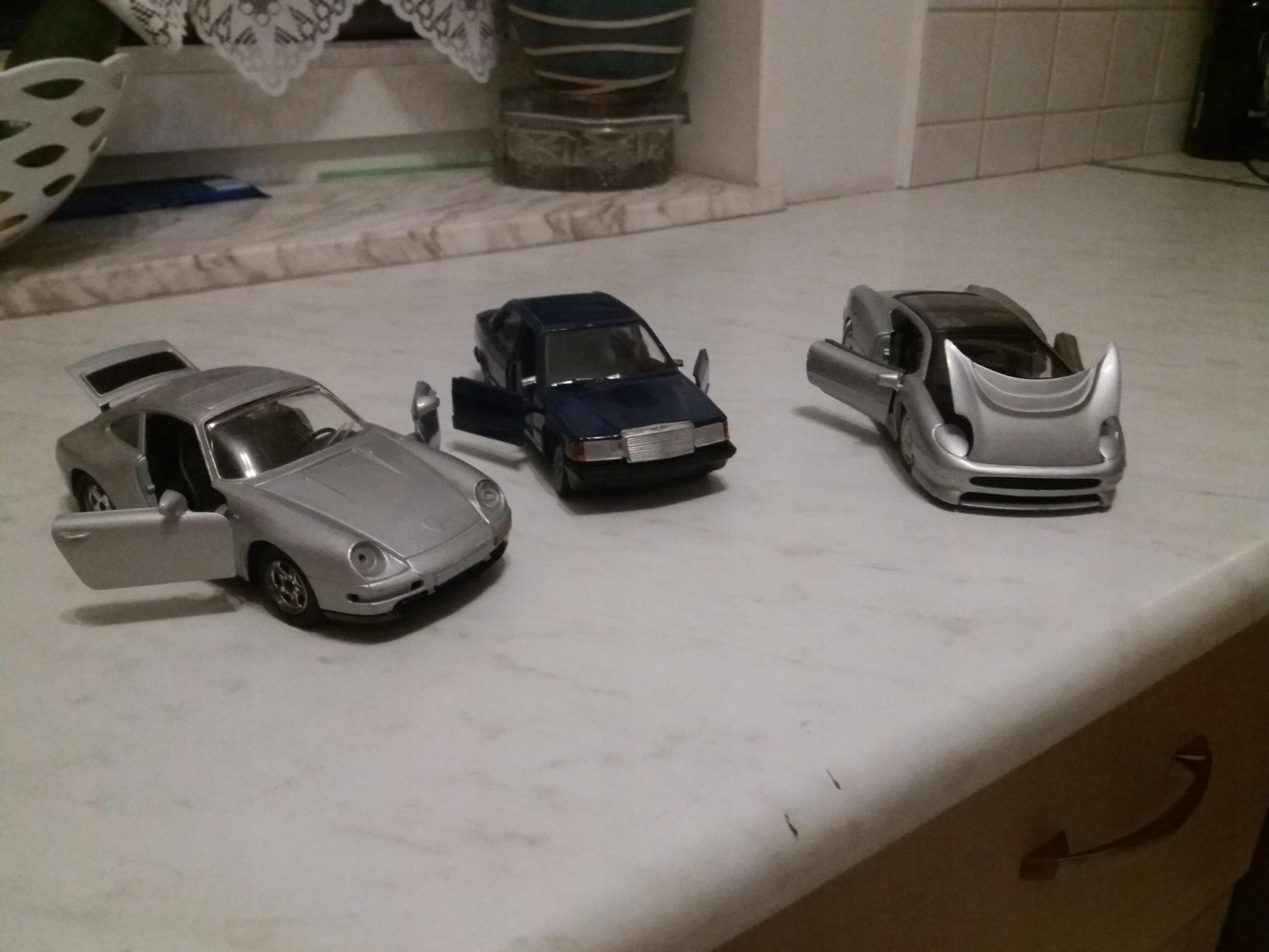 Samochody skala 1do 24 komplet