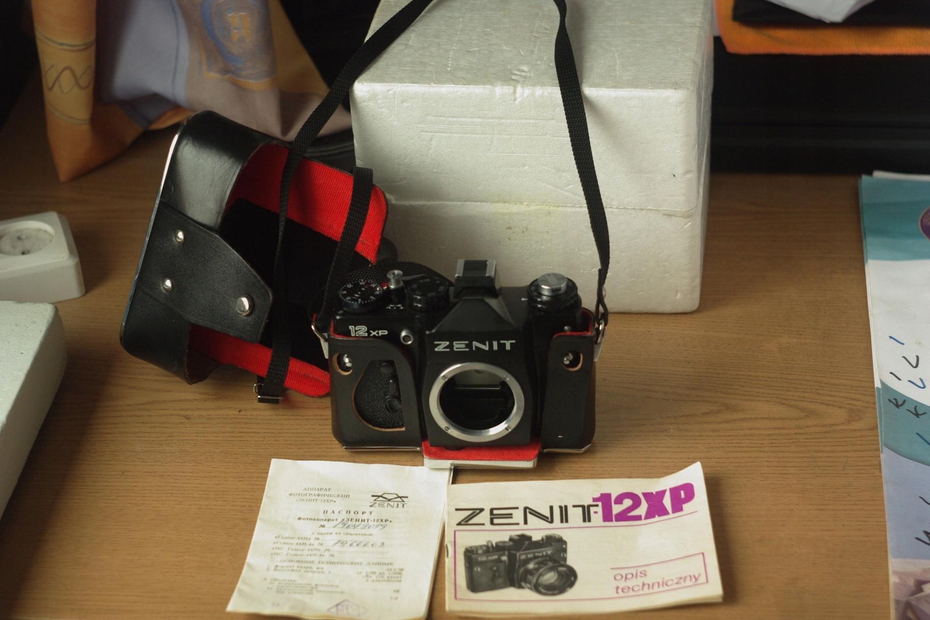 Zenit 12XP karton, instrukcja i tzw. paszport.